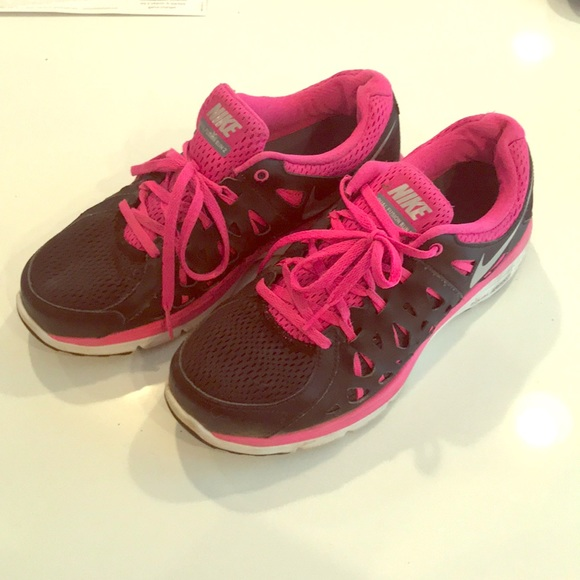 Black and hot pink Nikes! Size 9 612bef11a